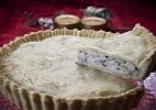 Torta de peito de peru com cebola caramelizada e cogumelos