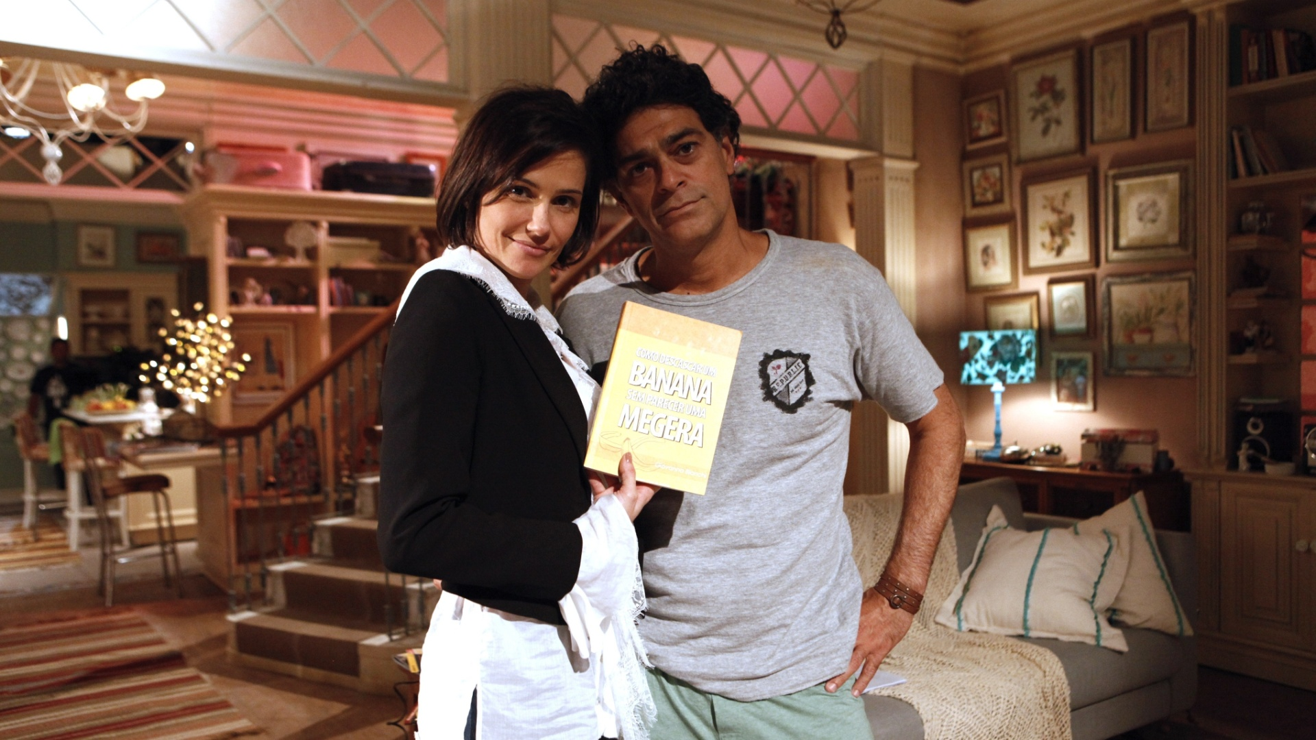 Deborah Secco e Eduardo Moscovis durante gravação do seriado
