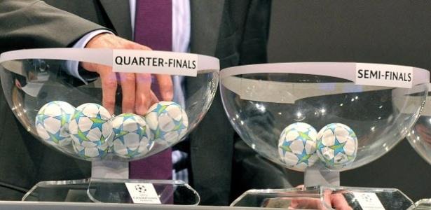 Ex-jogador alemão Paul Breitner faz sorteio das quartas de final da Liga dos Campeões