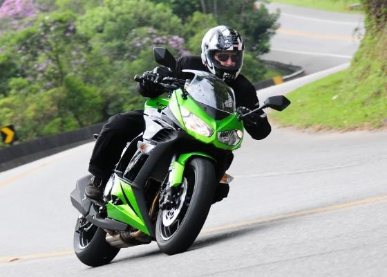 Moto mescla potência do motor de 138 cavalos com conforto de sport-touring