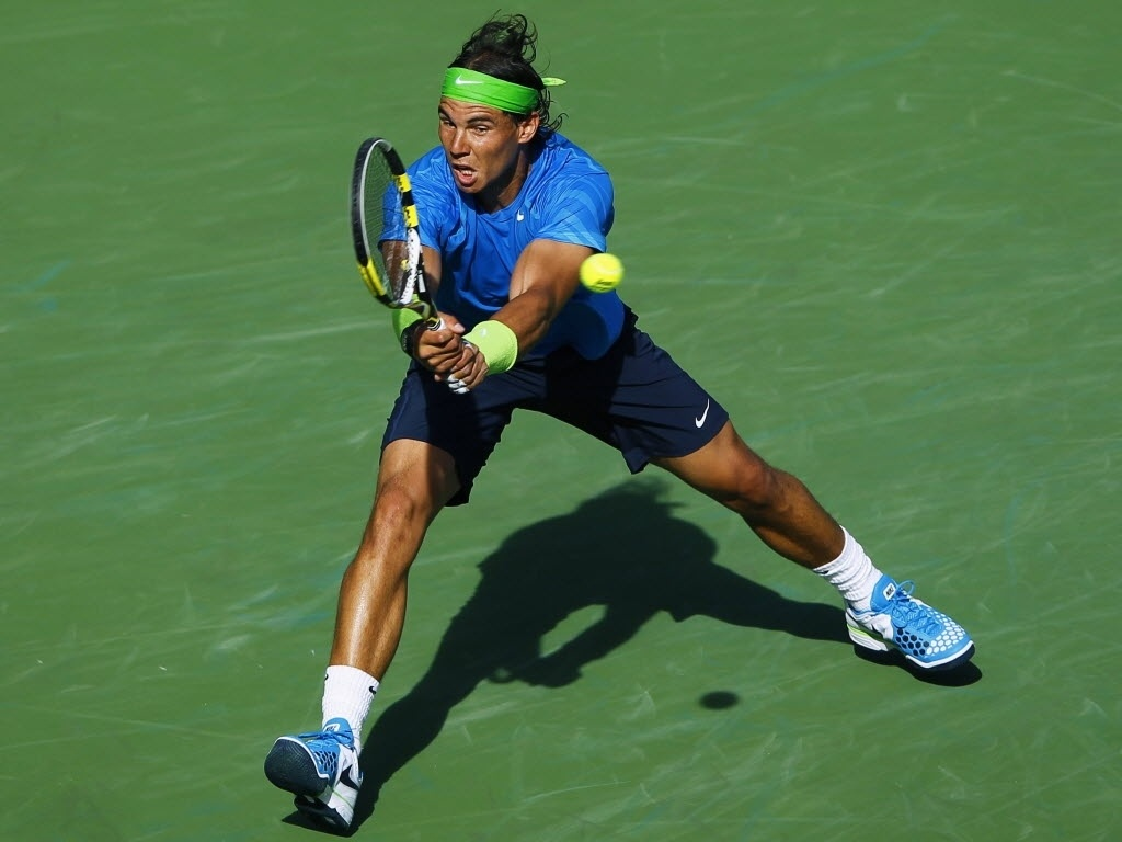 Rafael Nadal faz devolução de voleio do argentino David Nalbandian nas quartas do Masters 1000 de Indian Wells