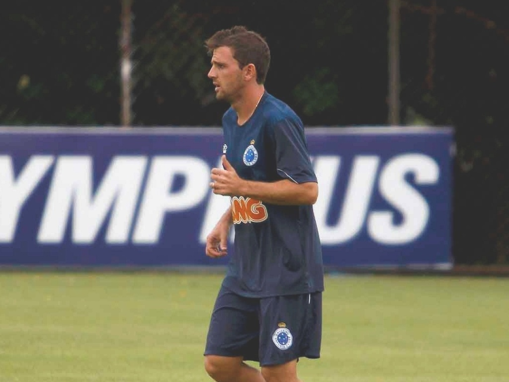Montillo durante treino do Cruzeiro na Toca da Raposa II (16/3/2012)