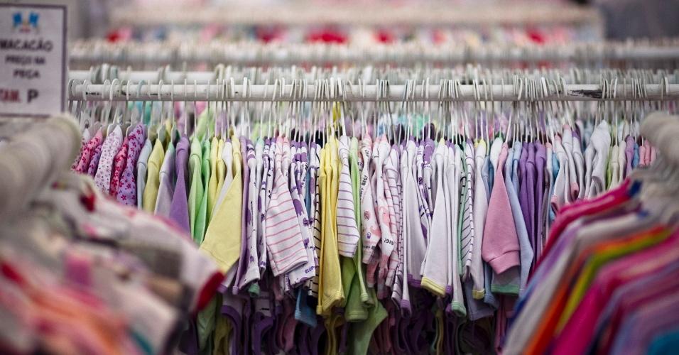 Arara com roupas de bebê na Feira do Bebê, Gestante e Criança (20/3/2012)