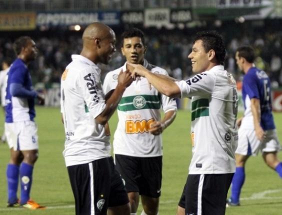 Jogadores do Coritiba comemoram vitória sobre o Nacional-AM