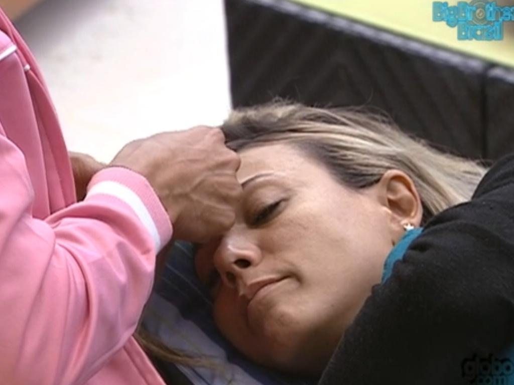 Fabiana chora arrependida por suas atitudes na prova do líder (23/3/12)