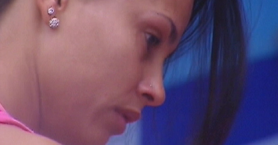 Kelly chora durante conversa com Fabiana (23/3/12)