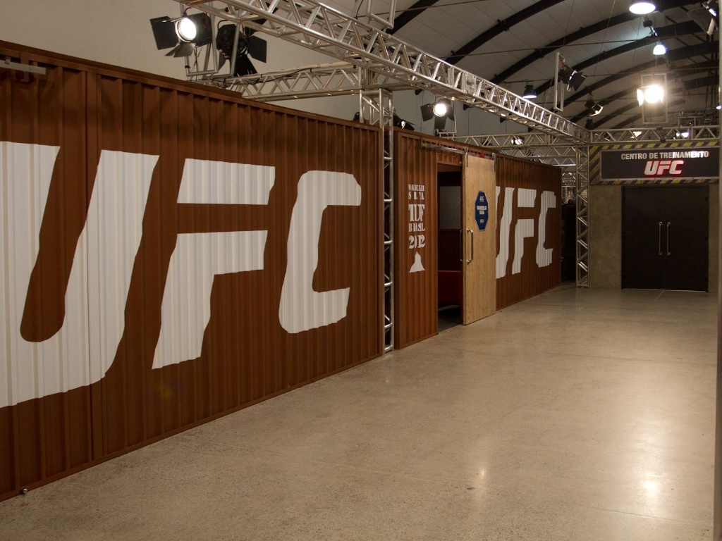 Na primeira edio do reality show do UFC, o The Ultimate Fighter, lutadores vo ficar em uma grande manso, com direito a muito luxo para o perodo de confinamento. O programa d dois contratos com o maior evento de MMA da atualidade