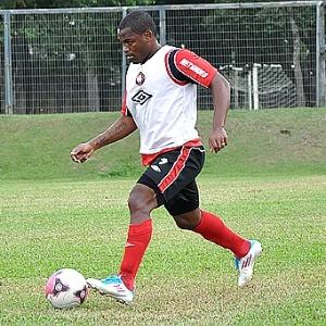 Volante Alan Bahia participa de treinamento no Atlético-PR (22/03/2012)
