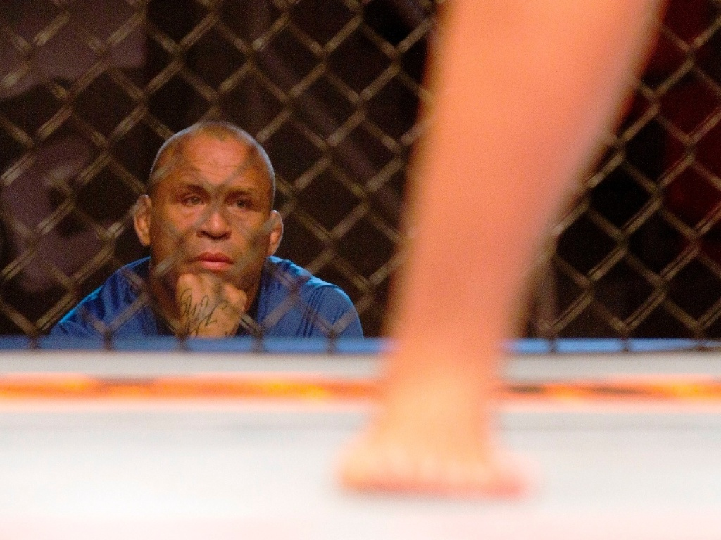 Wanderlei Silva observa luta durante gravao do The Ultimate Fighter Brasil, a primeira edio do reality show do UFC fora dos Estados Unidos