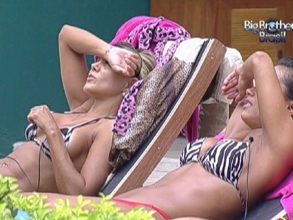 Fabiana e Kelly aproveitam manh de Sol (24/3/12)