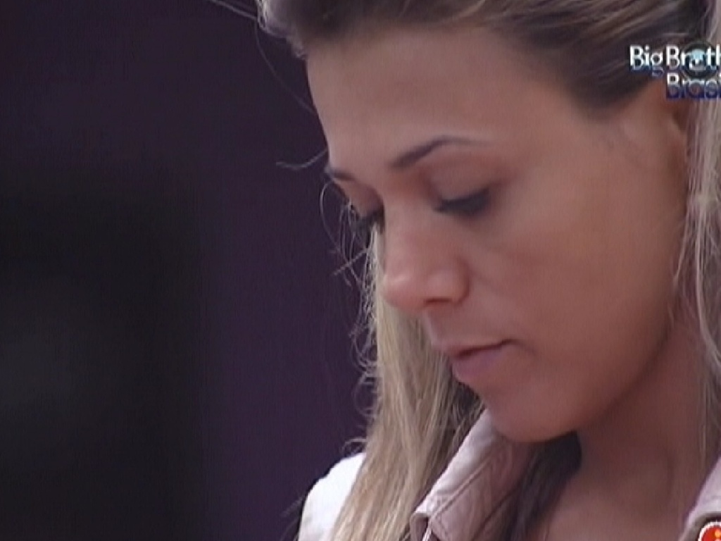 Fabiana fica pensativa e relembra prova do lder (24/3/12)