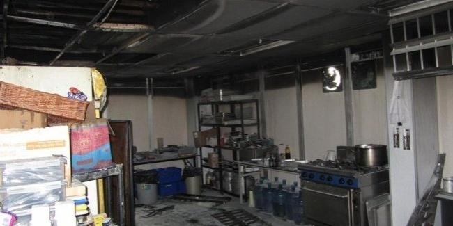 Fogo na base da Lotus em Sepang começou com um problema elétrico com uma das geladeiras