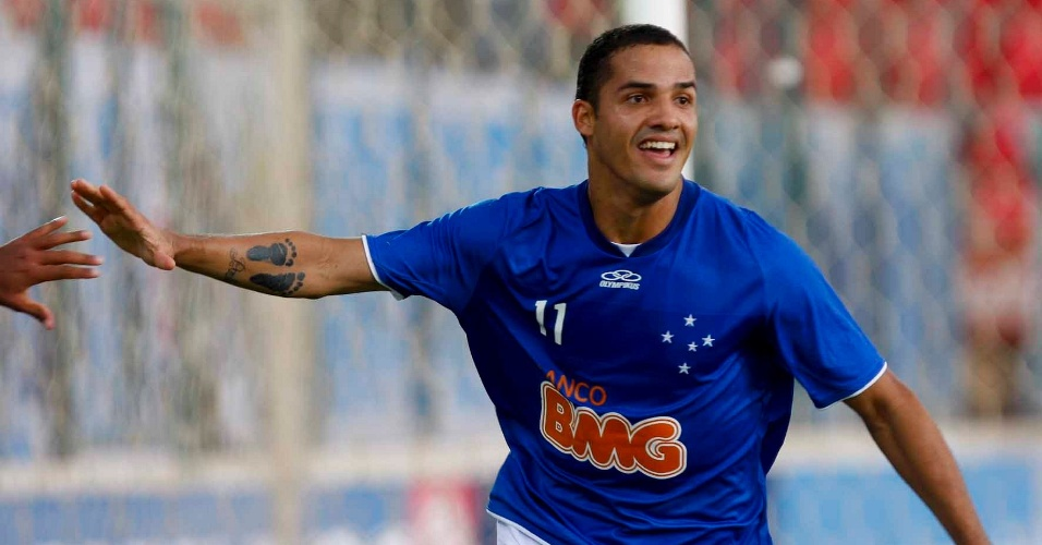 Anselmo Ramon comemora o gol pelo Cruzeiro no cl&#225;ssico com o Am&#233;rica-MG (25/3/2012)