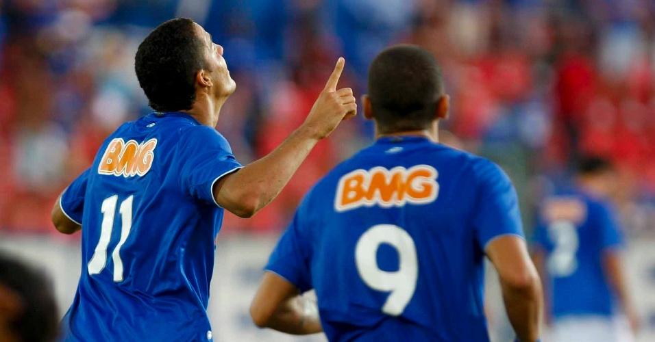 Anselmo Ramon e Wellington Paulista durante o cl&#225;ssico Cruzeiro e Am&#233;rica (25/3/2012)