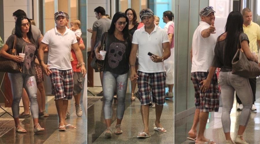 Belo e Gracyanne Barbosa passeiam em shopping da zona oeste do Rio (25/3/2012)