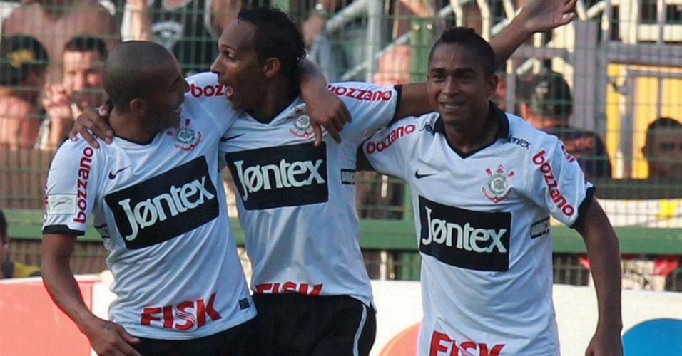 Emerson Sheik, Liedson e Jorge Henrique celebram gol contra o Palmeiras (25/3/2012)