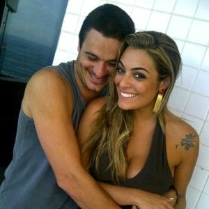 Ex-BBBs Monique e Rafa se reencontram e postam foto juntos no Twitter (25/3/12)