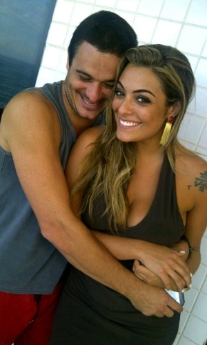 Ex-BBBs Monique e Rafa se reencontram e postam foto juntos no Twitter (25/3/12)