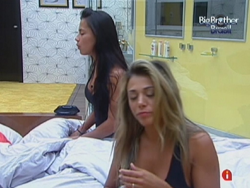 Fabiana e Kelly acordam com a msica neste domingo (25/3/12)