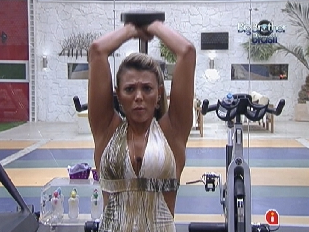 Fabiana malha na academia (25/3/12)