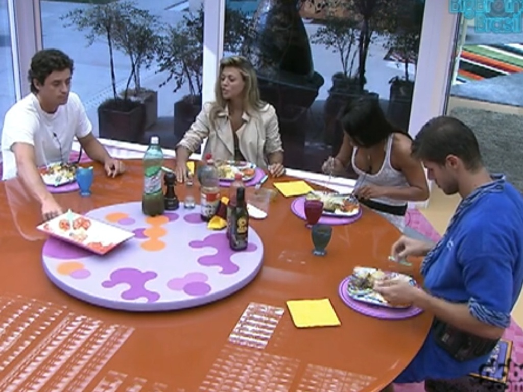 Fael, Fabina, Kelly e Jonas almoçam em clima de despedida (25/3/12)
