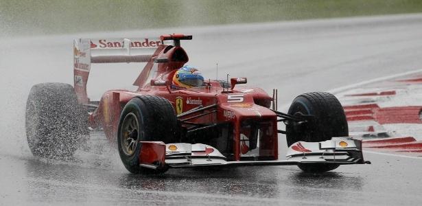 Alonso liderou o GP da Malásia após paradas nos boxes conseguiu vitória surpreendente