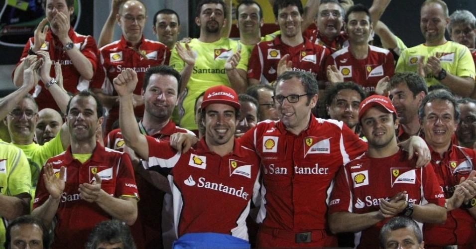 Fernando Alonso, Stefano Domenicali e Felipe Massa comemoram vitória do espanhol em Sepang