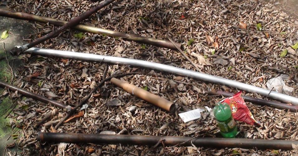 Pedaços de ferro e rojões usados em pancadaria entre corintianos e palmeirenses