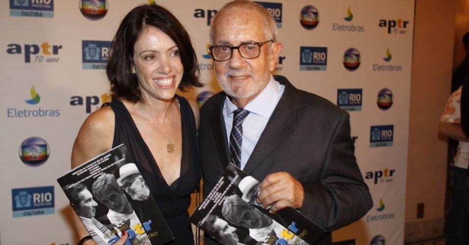 A atriz Bel Kutner e o ator Paulo José participam do 6º Prêmio APTR de teatro no Rio de Janeiro (26/3/2012). O prêmio é organizado pela Associação dos Produtores de Teatro do Rio
