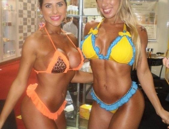 Ana Paula e Tati Minerato prestigiam a Hair Brasil 2012, feira de beleza e cabelos que acontece na Expo Center Norte em São Paulo (26/3/2012)