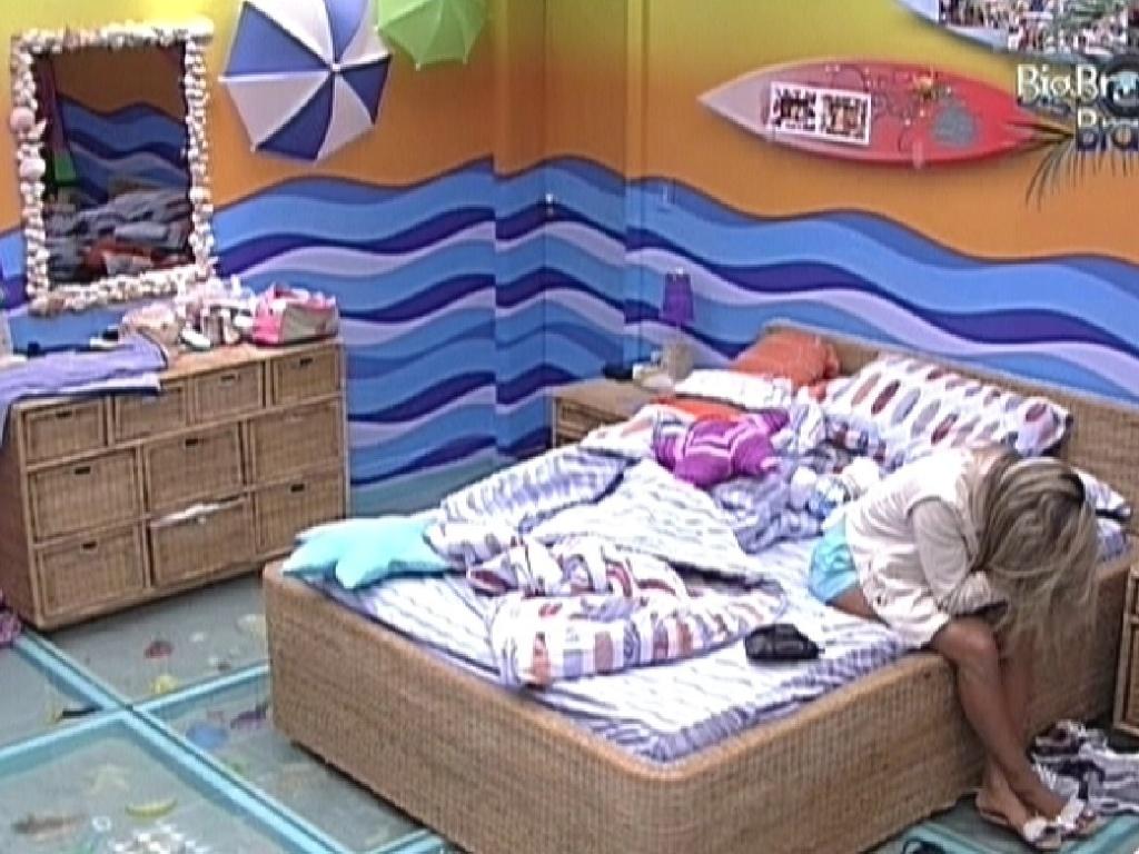 Fabiana chora sozinha no quarto Praia (26/3/12)