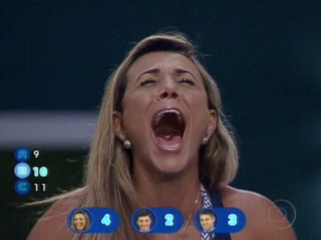 Fabiana comemora mais uma resposta certa na última prova do líder do