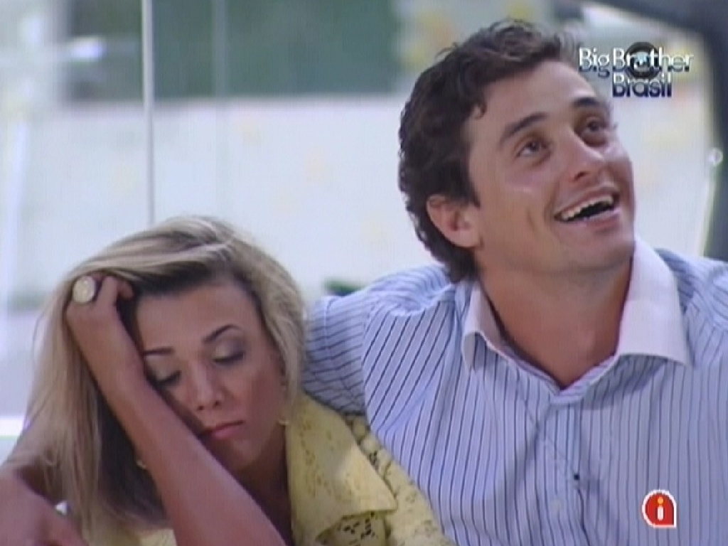 Fabiana se entristece com a sada de Kelly e Fael consola a sister (26/3/12)