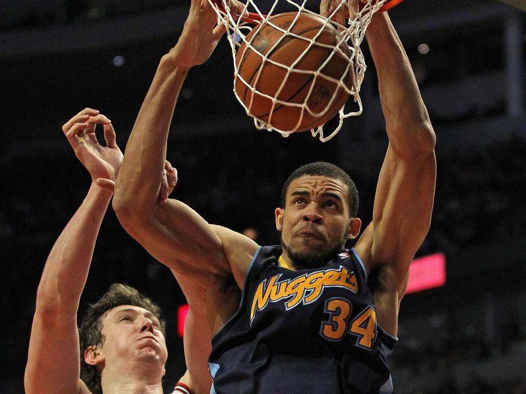 JaVale McGee converte enterrada para o Denver Nuggets em partida contra o Chicago Bulls (26/03/12)