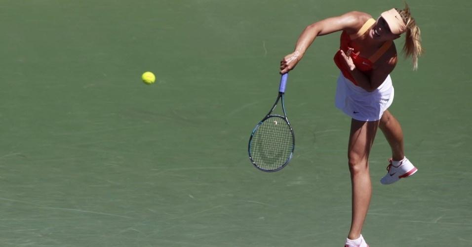 Maria Sharapova forçou o saque na vitória contra a também russa Ekaterina Makarova