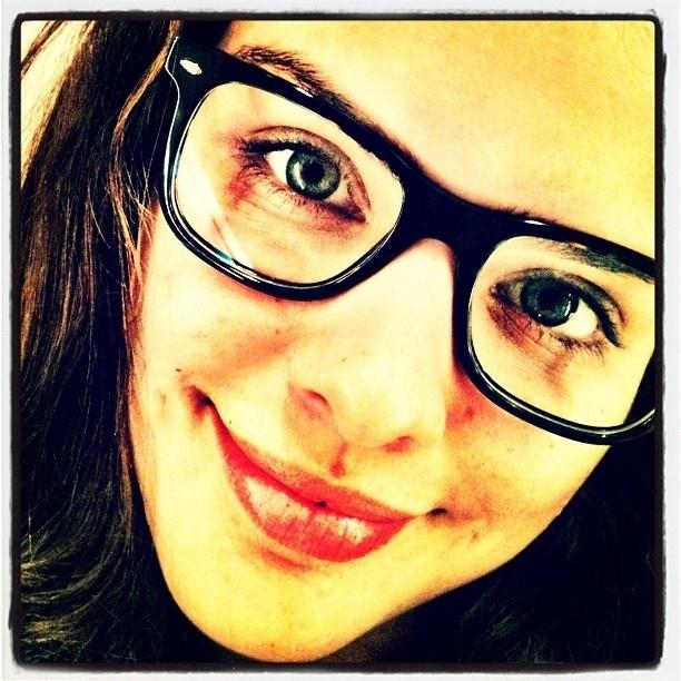 No Twitter, Paloma Bernardi posta foto de óculos (26/3/12)