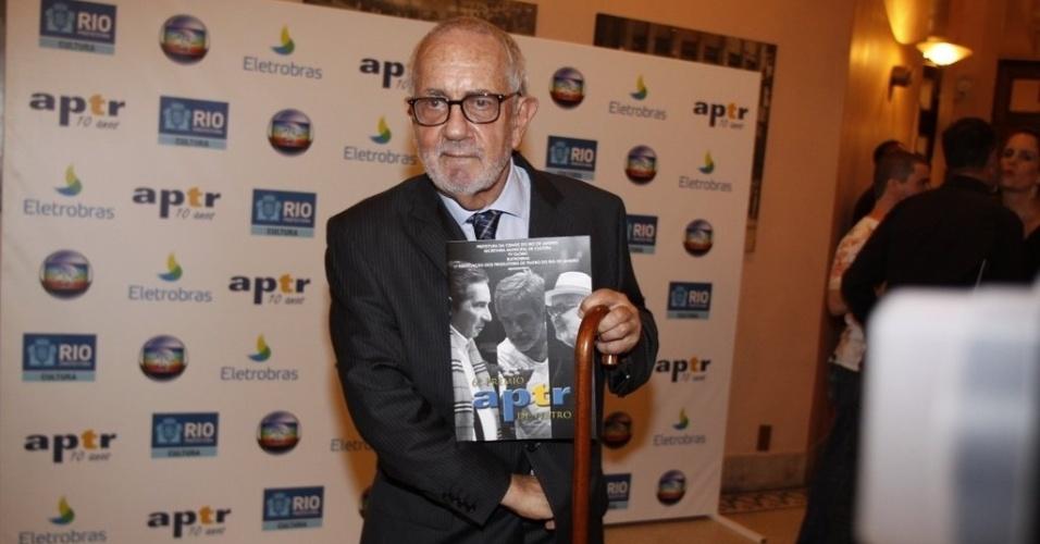 O ator Paulo José prestigia amigos no 6º Prêmio APTR de teatro no Rio de Janeiro (26/3/2012). O prêmio é organizado pela Associação dos Produtores de Teatro do Rio