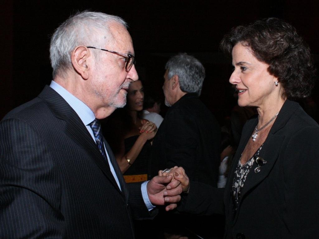 Paulo José e Marieta Severo conversam durante o 6º Prêmio APTR de teatro, no Rio de Janeiro (26/3/2012)