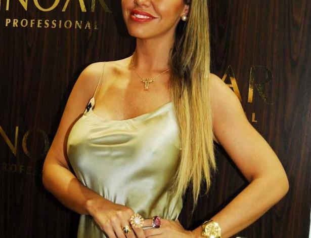 Renata Banhara prestigia a Hair Brasil 2012, feira de beleza e cabelos que acontece na Expo Center Norte em São Paulo (26/3/2012)