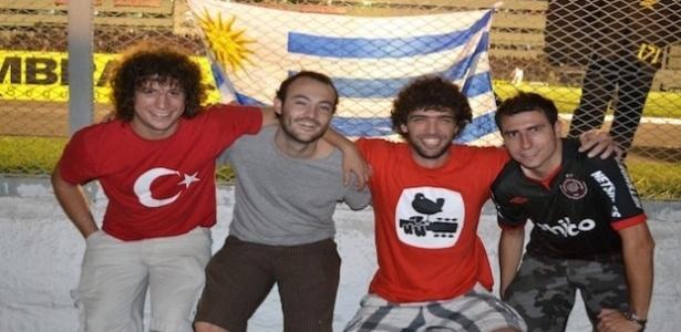 Torcedores uruguaios assistem jogo do Atlético-PR