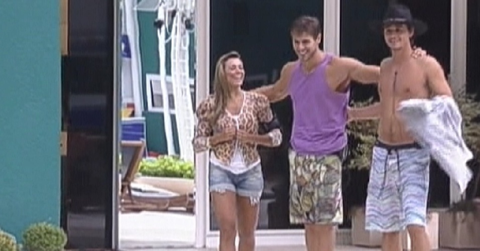 Fabiana, Jonas e Fael comemoram almoo surpresa (27/3/12)