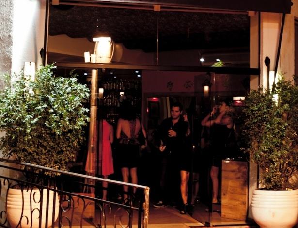 """Fachada do """"Bistrô Faria Lima"""", restaurante em que o ator Caio Castro é sócio, em São Paulo, inaugurado nesta terça-feira (26/3/12)"""