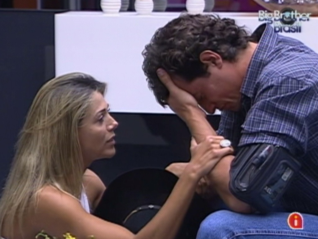 Fael chora aps voltar do paredo e  consolado por Fabiana (27/3/12)