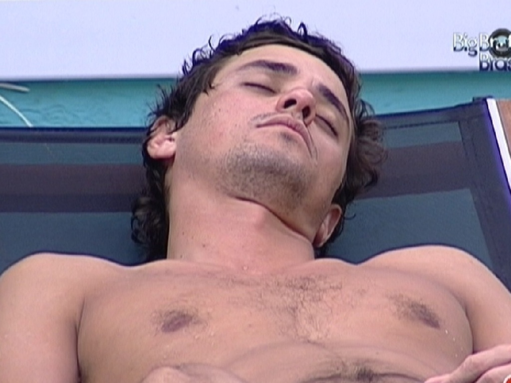 Fael dorme na rea externa (27/3/12)