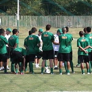 Jogadores do Coritiba em reunião com comissão técnico no CT da Graciosa (26/03/2012)
