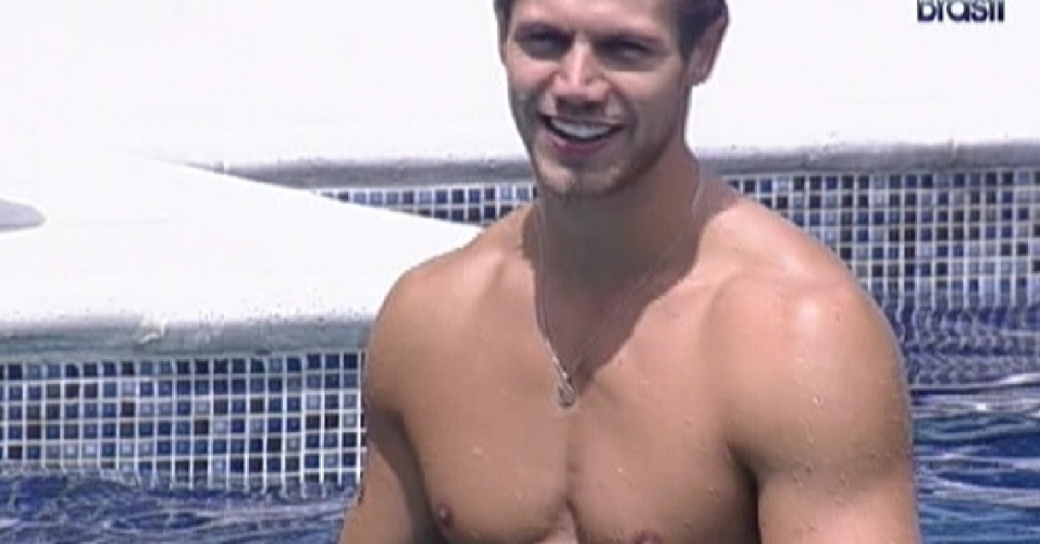 Jonas aproveita manh na piscina (27/3/12)
