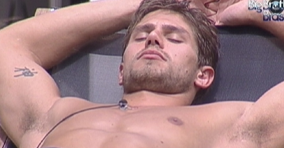 Jonas dorme na rea externa (27/3/12)