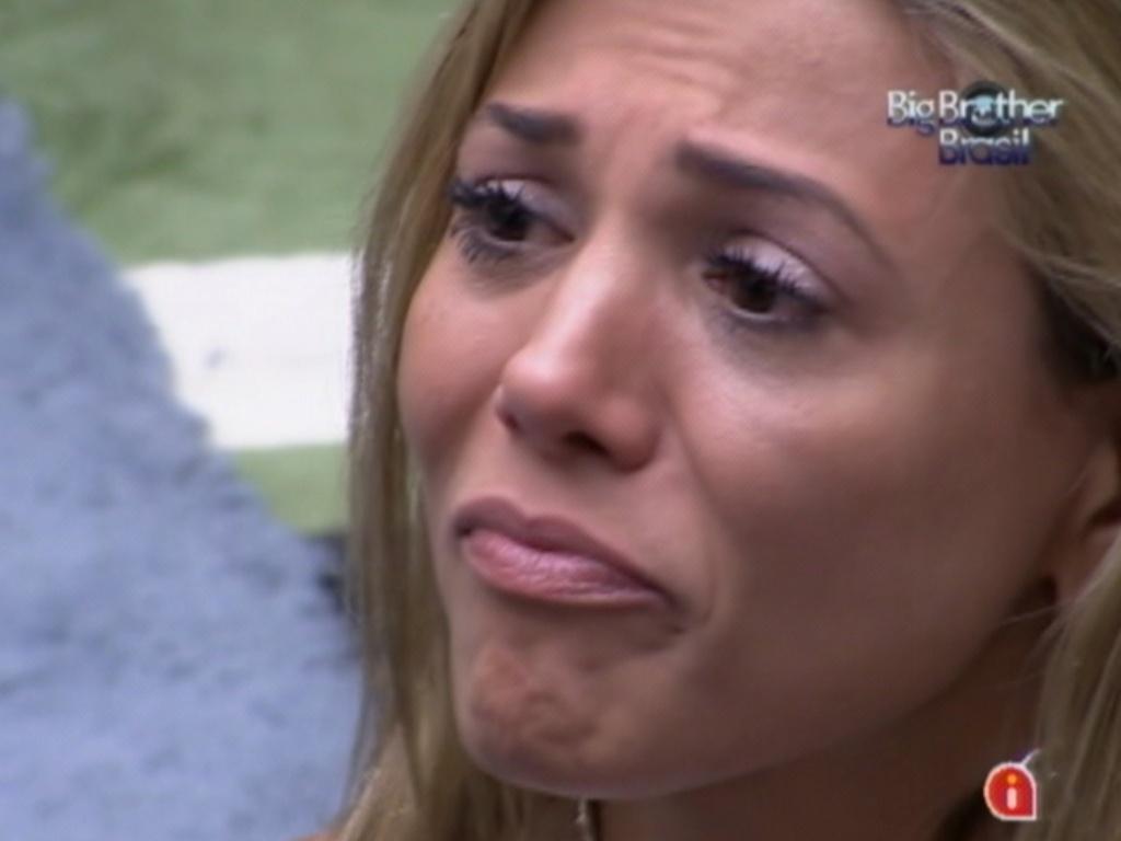Ao lado de Fael, Fabiana também chorou e agradeceu por estar na final (27/3/12)