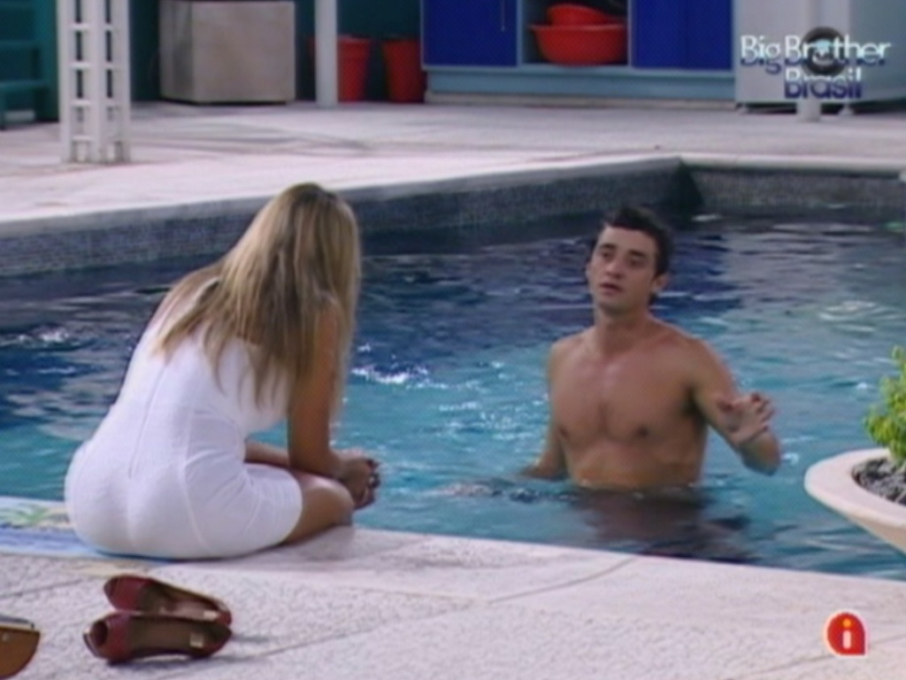 Finalistas, Fael e Fabiana conversam na piscina (27/3/12)