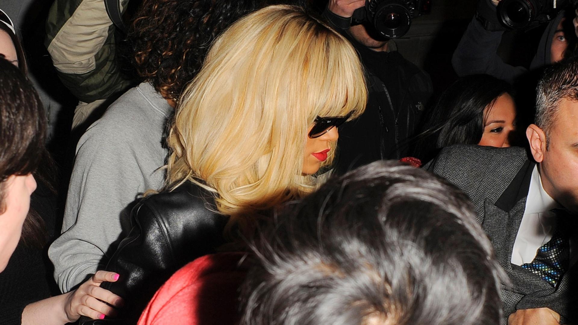 Rihanna causa tumulto no metrô de Londres (27/3/12)